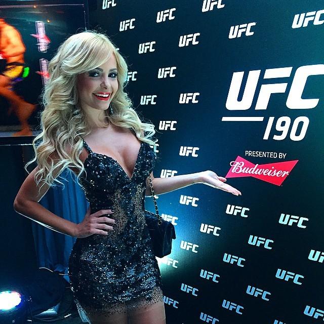 Jhenny Andrade ring girl festa UFC Rio