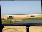 Carros são flagrados em praia restrita por conta da desova de tartarugas
