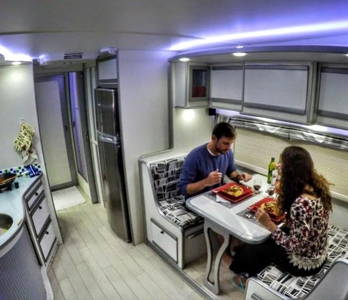 Amanda Richter e Max Fercondini viajam em um motorhome super confortável (Foto: Arquivo pessoal)