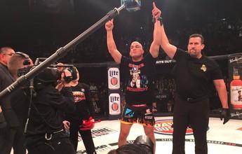 Em seu adeus ao MMA, Tito Ortiz finaliza Chael Sonnen no Bellator 170