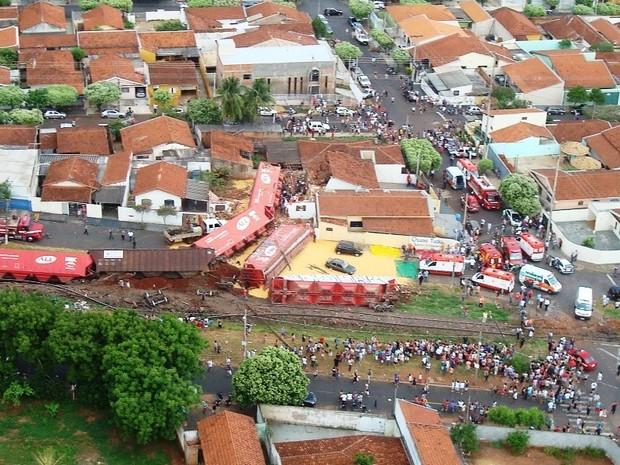 Fotos mostram dimensão do acidente (Foto: Polícia Militar de Rio Preto)