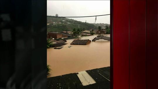 Chuvas enchem barragens e deixam desalojados, desabrigados e mortos em PE