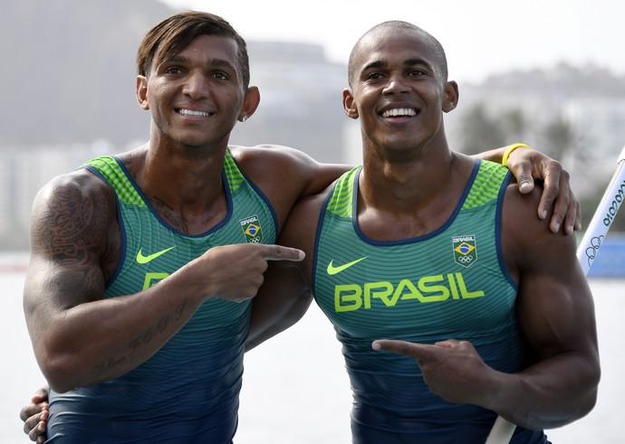 Isaquias Queiroz e Erlon levam a PRATA na canoagem (Foto: Damien MEYER / AFP)