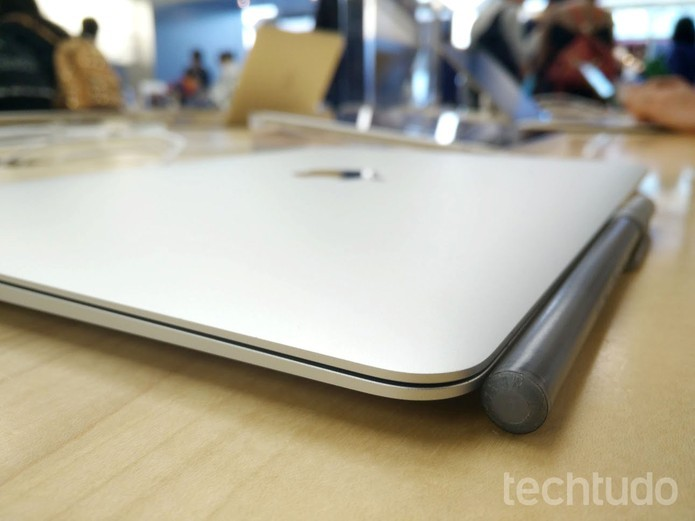 MacBook impressiona pela sua espessura (Foto: Elson de Souza/TechTudo)