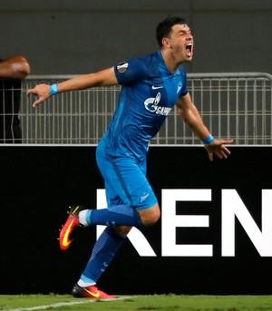 Giuliano comemora gol do Zenit (Foto: REUTERS/Baz Ratner)
