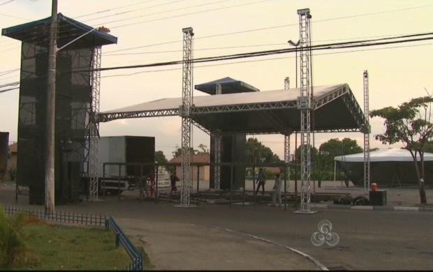 Estrutura para o encerramento da Marcha está sendo montada na praça Velia Coutinho (Foto: Bom Dia Amazônia)