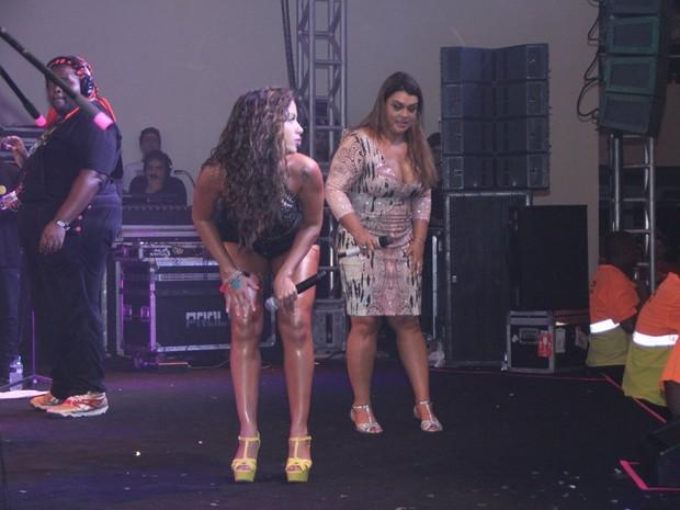 Preta Gil e Anitta em show na Zona Sul do Rio (Foto: Rodrigo dos Anjos/ Ag. News)