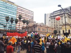 Em assembleia, servidores irão decidir se entram ou não em greve por três dias  (Foto: Maria Polo/G1 RS)