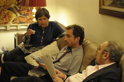 Denise Weinberg, João Miguel e Miéle nos bastidores de 'A teia' (Foto: Divulgação)