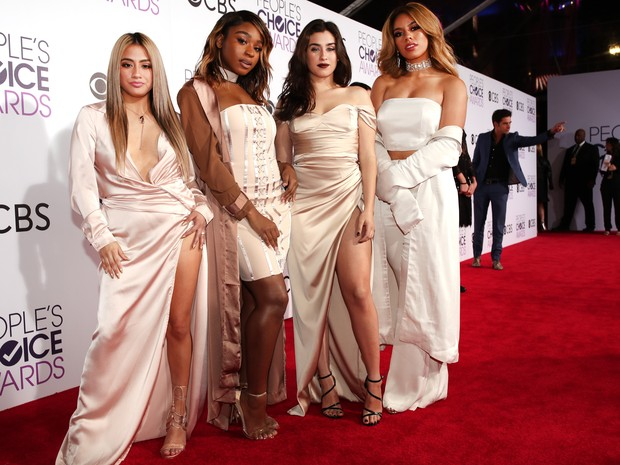 Ally Brooke, Normani Kordei, Lauren Jauregui e Dinah Jane, do Fifth Harmony, em prêmio em Los Angeles, nos Estados Unidos (Foto: Christopher Polk/ Getty Images/ AFP)