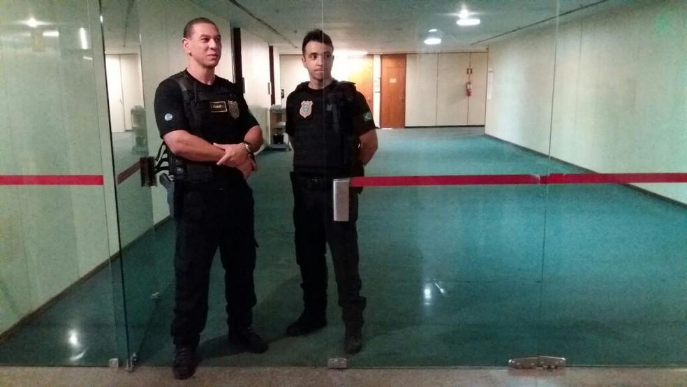 Acesso ao corredor do gabinete do deputado Rodrigo Rocha Loures (PMDB-PR) é bloqueado durante operação da Polícia Federal (Foto: Bernardo Caram/G1)