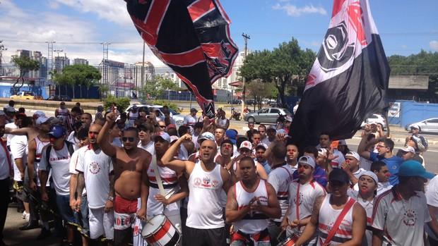 protesto torcida São paulo (Foto: Marcelo Prado)