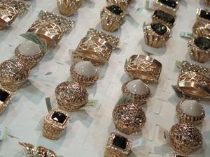Joias de Dubai banhadas a ouro e com pedras naturais (Foto: Mariane Rossi/G1)