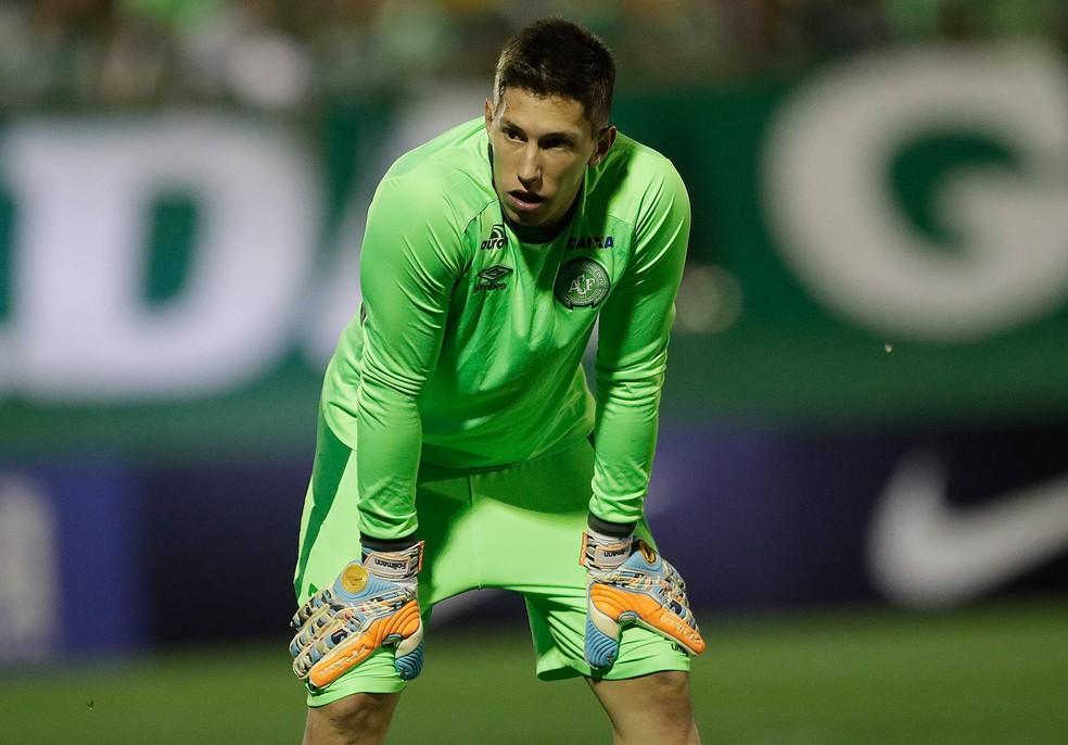 Follmann teve a perna direita amputada na terça-feira devido à gravidade das lesões (Foto: Andre Penner/AP)