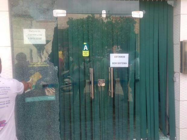 Quatro homens tentaram assaltar uma agência bancária, na cidade de Ouro Velho, na Paraíba (Foto: Paulo Júnior de Freitas/Arquivo Pessoal)