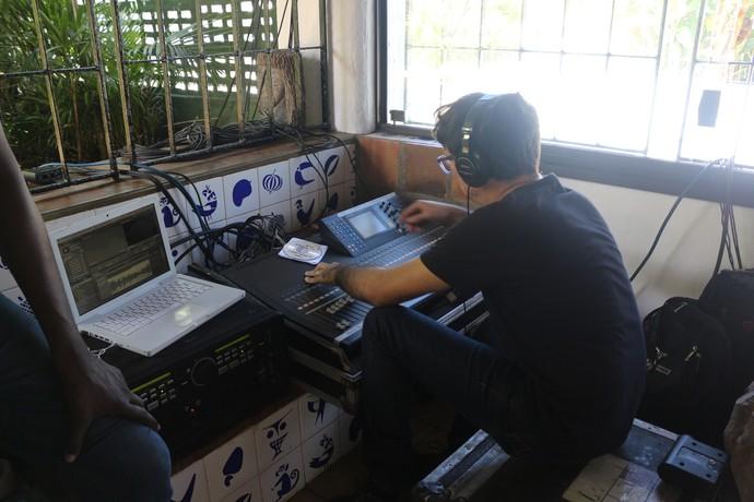 Parte da engrenagem do ao vivo, dentro da Casa do Rio Vermelho (Foto: TV Bahia)
