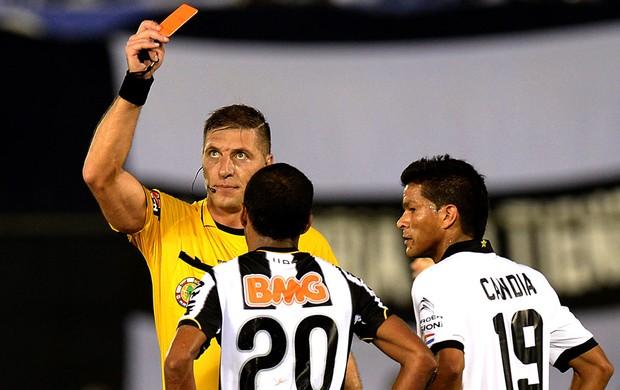 Richarlyson cartão vermelho decisão Atlético-MG Libertadores (Foto: AFP)