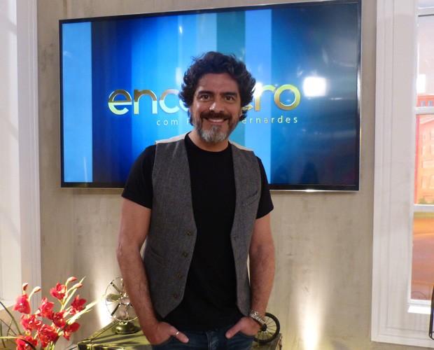 Junno nos bastidores do Encontro com visual para Boogie Oogie (Foto: Encontro com Fátima Bernardes/TV Globo)