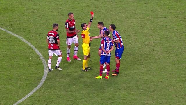 p  Lucas Fonseca recebe o segundo amarelo no jogo e  eacute  expulso! 45304b5ef06d1