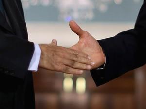 Força do aperto de mão pode determinar envelhecimento, segundo estudo (Foto: Chip Somodevilla/Getty Images/AFP)
