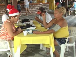 Adultos receberam atendimento médico (Foto: Reprodução/TV Tapajós)