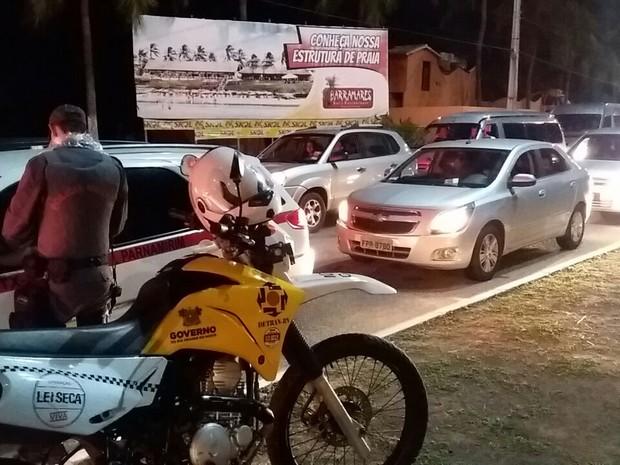 Foram montados dois pontos de fiscalização no caminho de volta de Pirangi (Foto: Divulgação/Polícia Militar do RN)