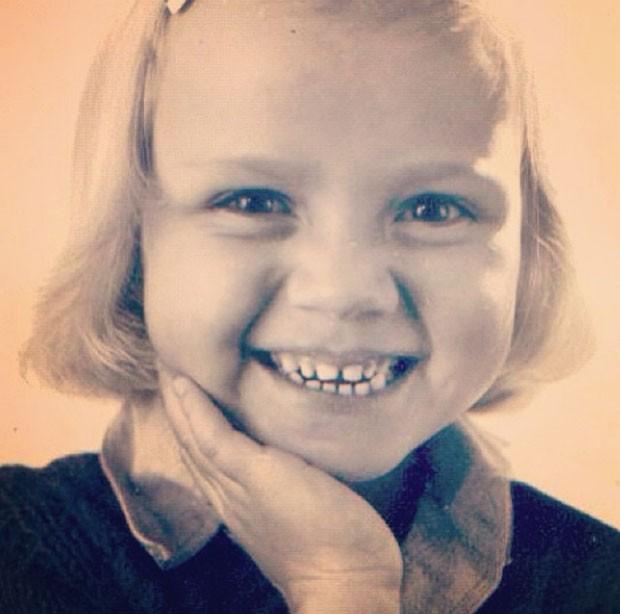 Eliana relembra a infância com foto fofa