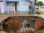 Banheiro subterrâneo que apareceu em cratera em SC fazia parte de casa