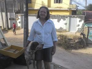 Patrícia cuida de animais há mais de 20 anos (Foto: Larissa Vasconcelos/G1)