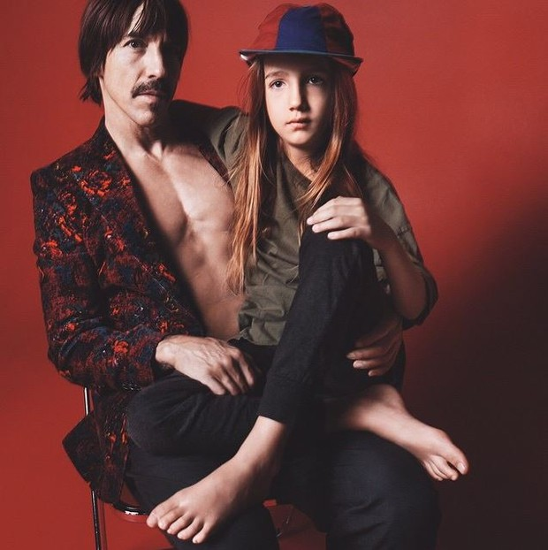 Anthony Kiedis e o filho, Everly Bear, em campanha para Marc Jacobs (Foto: Reprodução/Instagram)