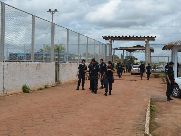 Cerca de 400 policiais particparam da ação na Penitenciária Agrícola de Monte Cristo (PAMC) (Foto: Emily Costa/ G1 RR)