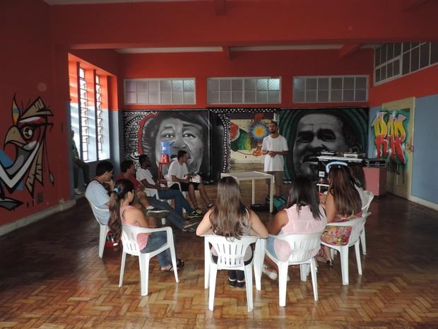 Estudantes da escola Dom Gastão de Borborema participaram da oficina (Foto: Paola Patriarca/G1)