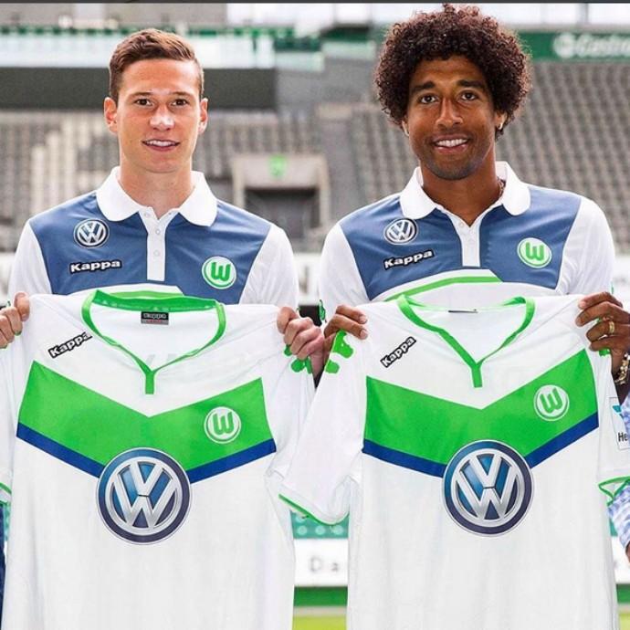 Ao lado do alemão Draxler, Dante foi apresentado na última semana pelo Wolfsburg (Foto: Reprodução/Instagram)