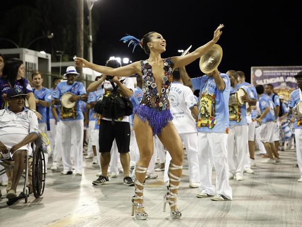 881a4f6ef5f8d Sabrina Sato em ensaio da Vila Isabel na Marquês de Sapucaí, no Centro do  Rio