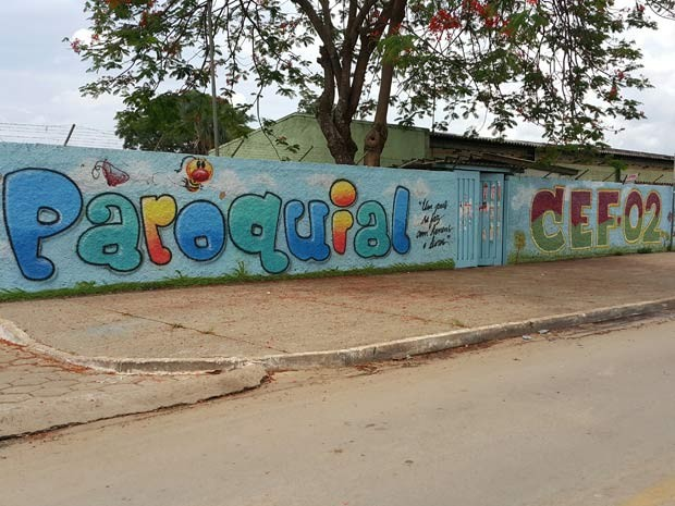 Fachada do Centro de Ensino Fundamental 02 de Planaltina, no Distrito Federal, conhecido como Paroquial (Foto: Raquel Morais/G1)