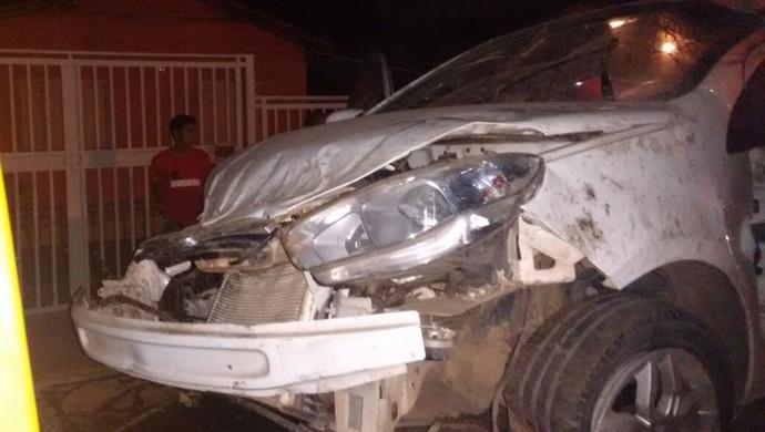 Carro que Fábio Pereira dirigia ficou destruído (Foto: Arquivo pessoal)