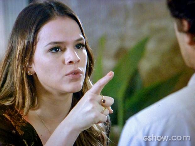 Luiza reclama com Laerte (Foto: Em Família/ TV Globo)