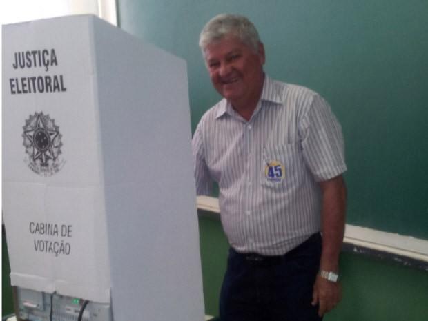 Candidato Cláudio Freitas do PSDB votou por volta das 10h40 (Foto: Anna Gabriela Ribeiro/G1)