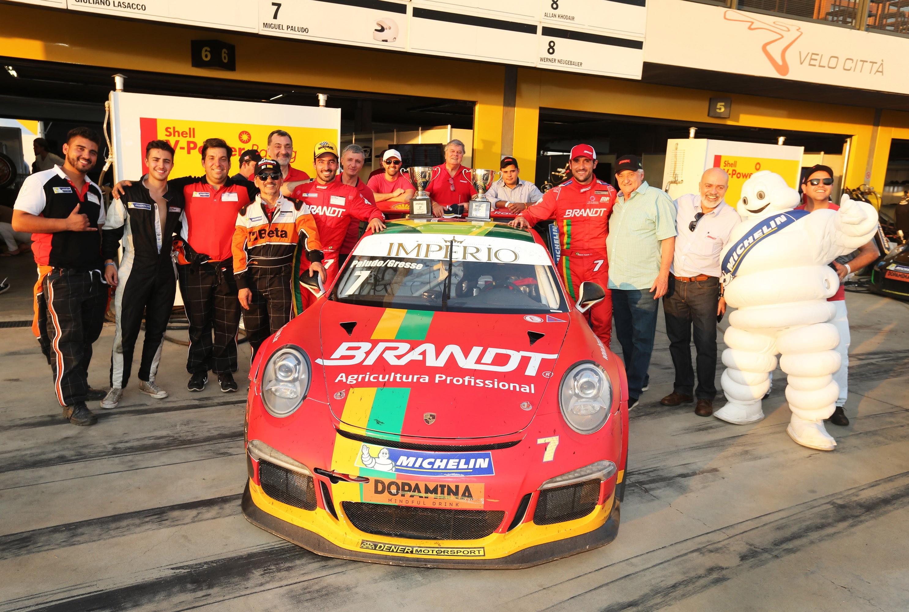 Equipe Brant e pilotos (Foto: Porsche Império GT3 Cup/Luca Bassani)
