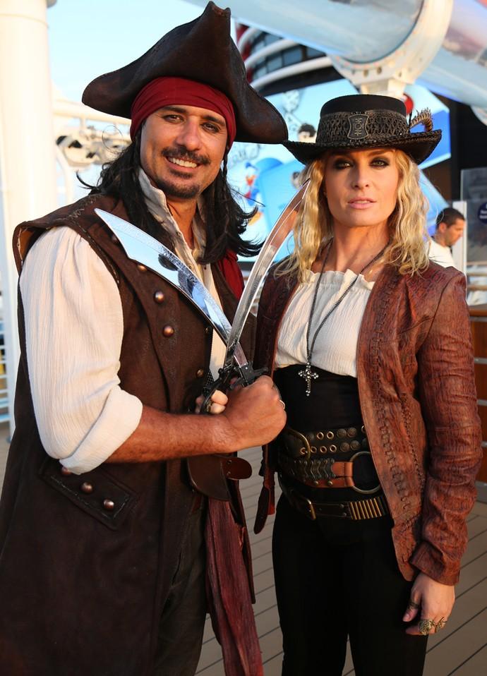 Marcos Pasquim e Angélica se transformam em piratas (Foto: Thiago Fontolan/Gshow)