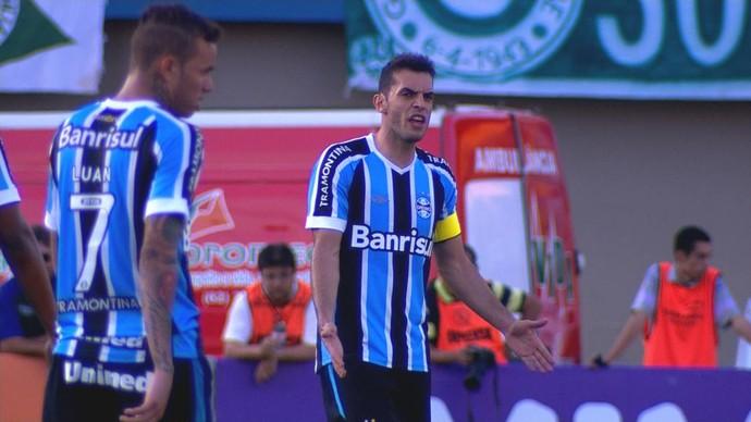 Grêmio Goiás Serra Dourada Campeonato Brasileiro 2015 Rhodolfo Luan (Foto: Reprodução/RBS TV)