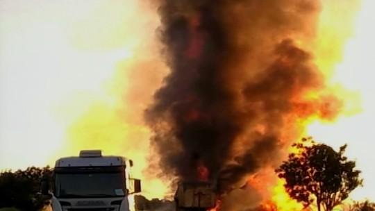 Rodovia é parcialmente liberada após explosão na BR-262 em MG