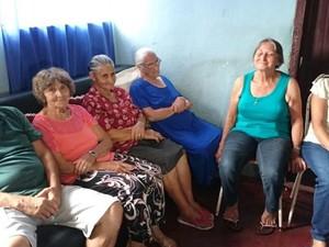 Dona Olinda celebrou 100 anos ao lado dos filhos  (Foto: Vander Marques Jr/ TV TEM)
