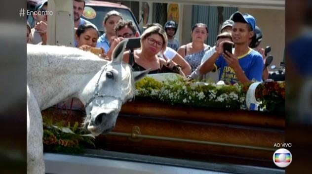 Reportagem de Felipe Valentim conversou com o irmão do vaqueiro morto (Foto: Reprodução)
