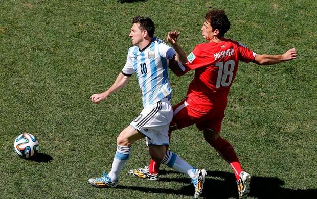 Lionel Messi Argentina e Mehmedi Suíça Arena Corinthians (Foto: Agência Reuters)
