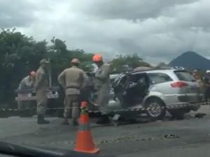 Um casal que estava no carro morreu no local do acidente (Foto: Gabriela Torres/ Inter TV)