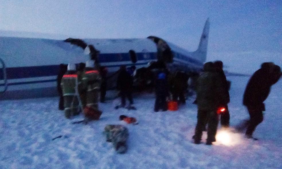 Aterrissagem de emergência deixa 16 feridos na Rússia