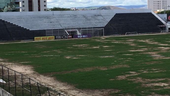 Gramado do estádio Lacerdão (Foto: Eri Santos/TV Asa Branca)