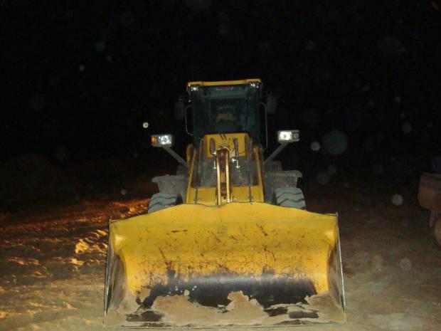 Areia sendo retirada ilegalmente das margens do Rio Xingu (Foto: Divulgação/Polícia Federal de Altamira)