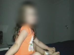 Em vídeo, criança aparece querendo dormir e padrasto não deixa (Foto: Reprodução/ TV TEM)